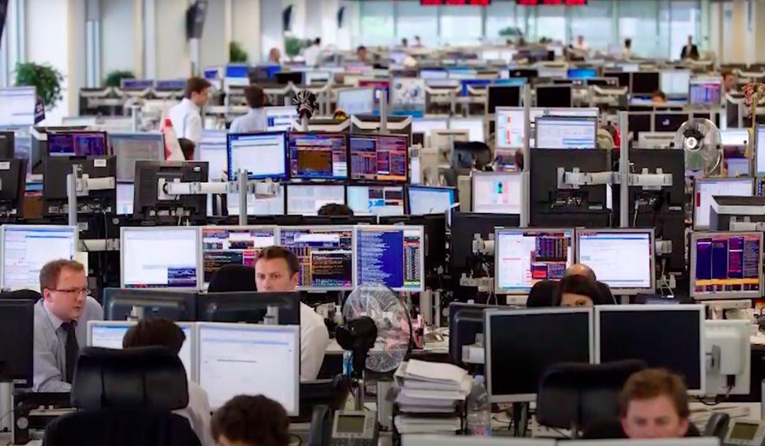 S&P 500 laat record glippen, techbedrijven blijven positief