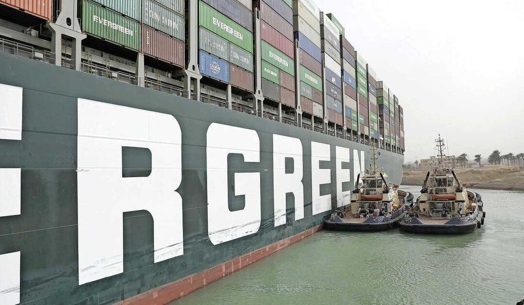 Boskalis start met monsterklus Suez: 'Fifty-fifty dat het schip maandag loskomt'