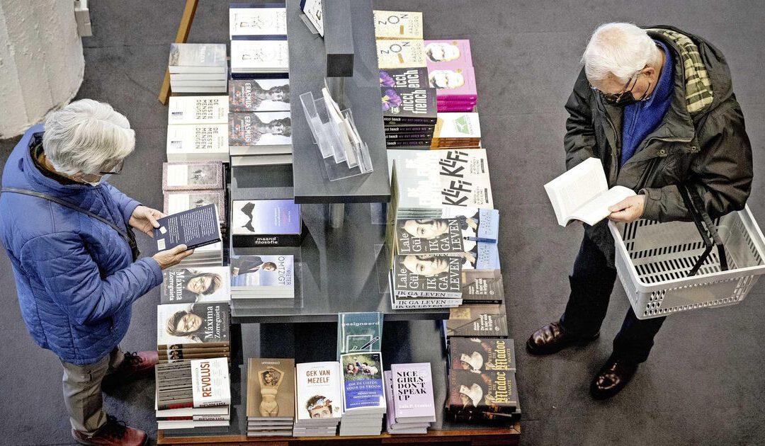 Pinbetalingen bij boekenwinkels en kledingzaken sterk gestegen