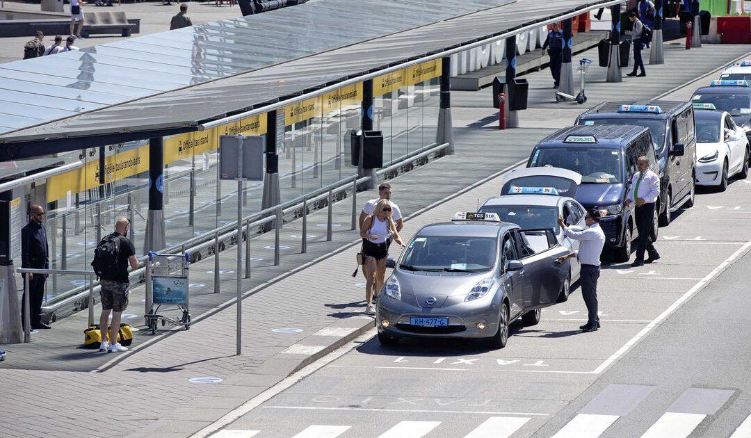 Corona-effect op Schiphol: taxi's bijna kwart duurder