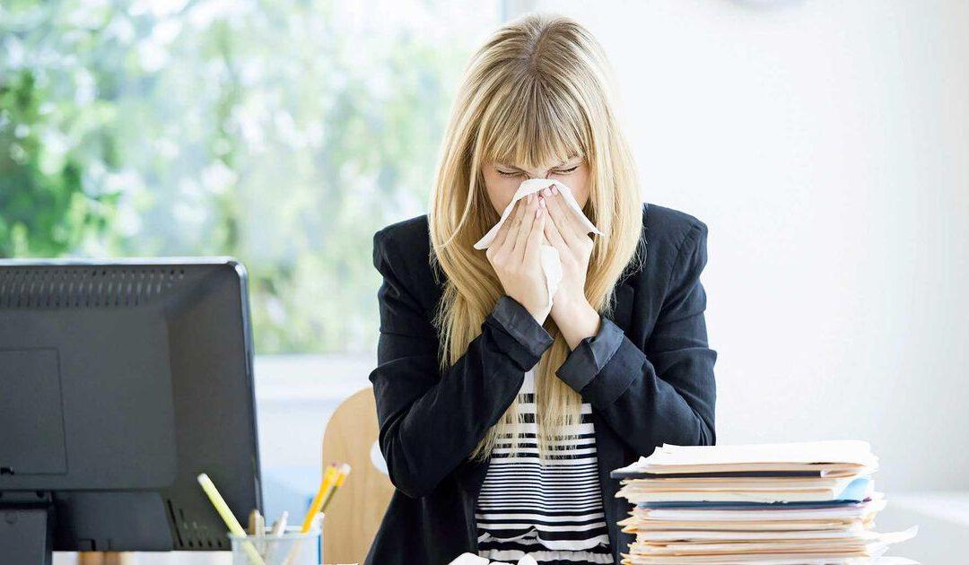 Senior vreest lege portemonnee en hoest-angst op het werk