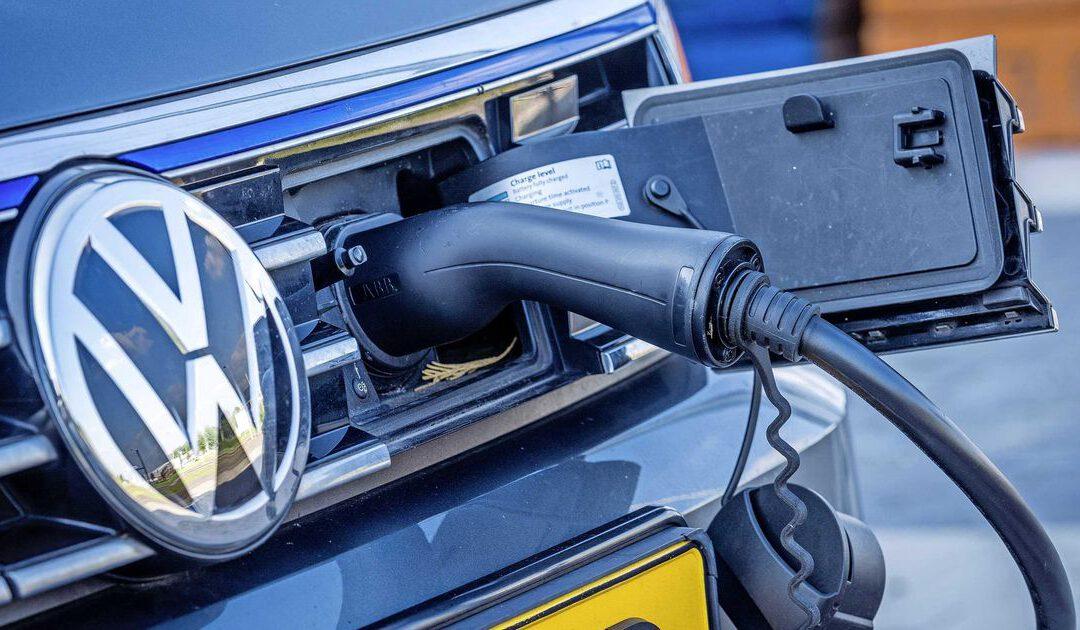 Groeispurt aantal stekkerauto's zet ook in coronajaar door